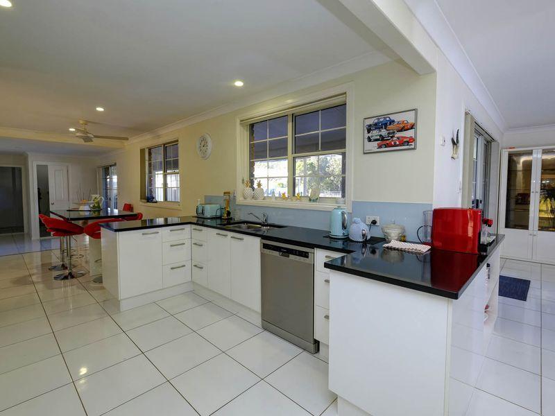 67 Oakview Drive, Hallidays Point NSW 2430, Image 2