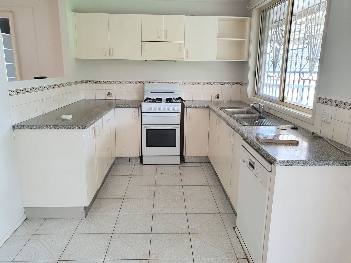 204 North Liverpool Road, Green Valley NSW 2168, Image 1