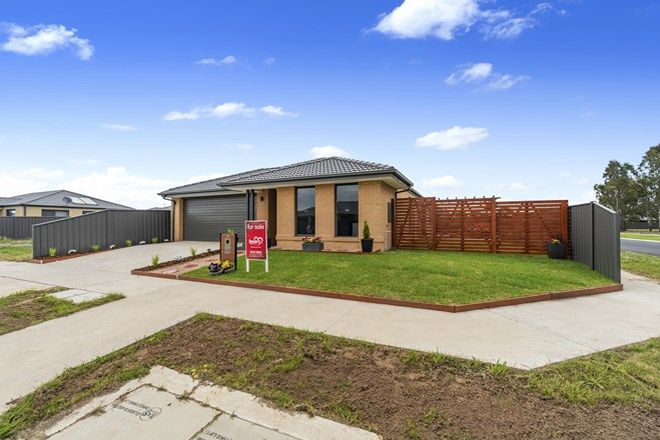 Picture of 15 Kennelly Crescent, STRATFORD VIC 3862