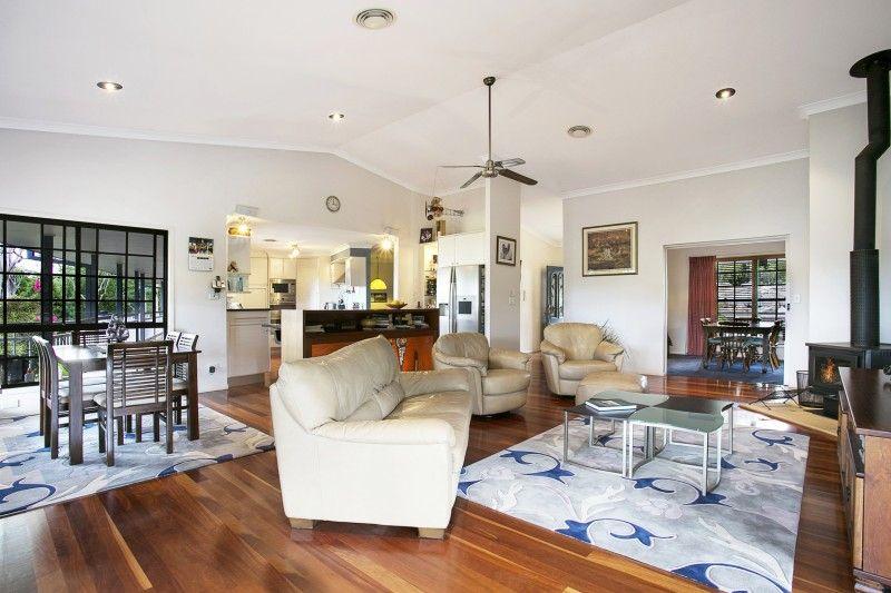10 Melaleuca Place, Brookfield QLD 4069, Image 2