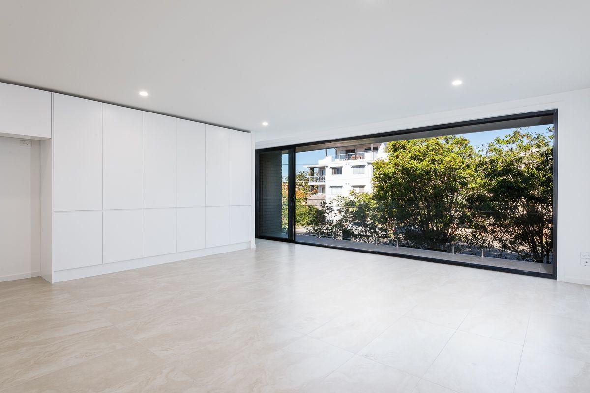 32 Birdwood Street, Coorparoo QLD 4151, Image 2