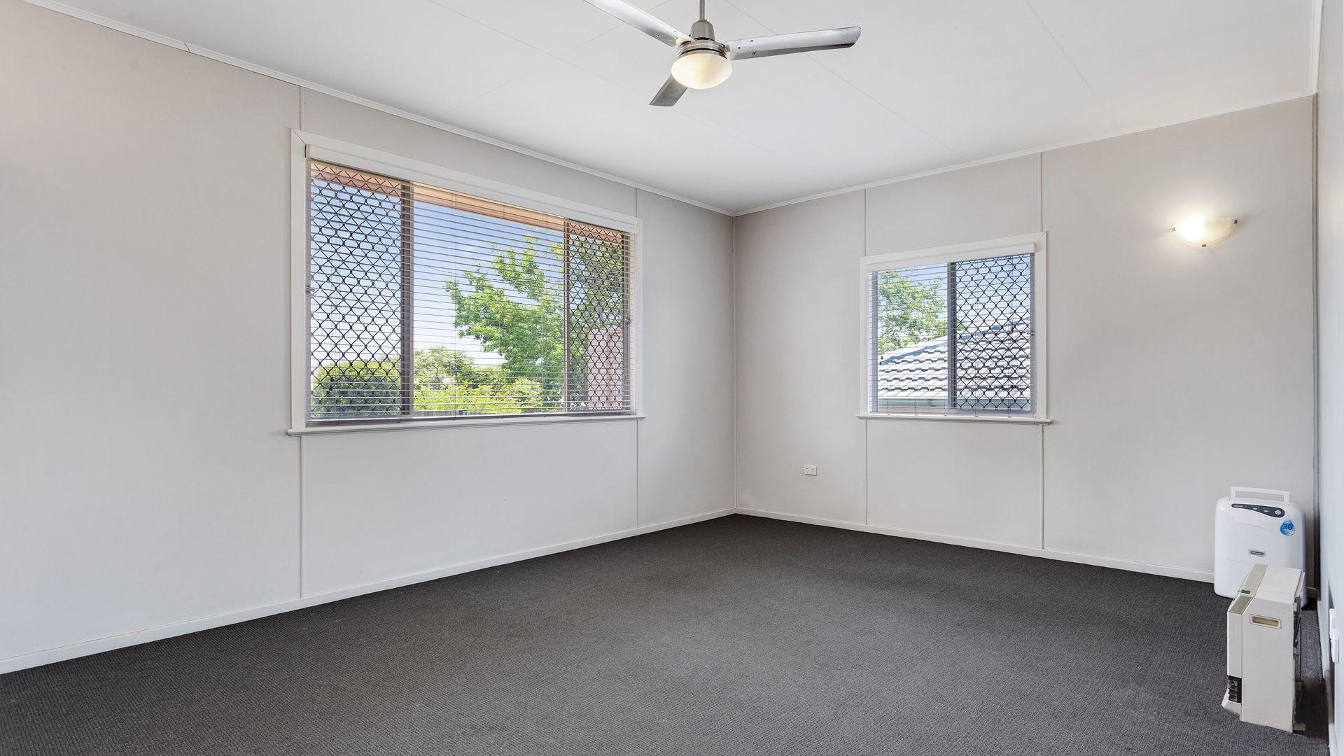 414 Alderley Street, Kearneys Spring QLD 4350, Image 2