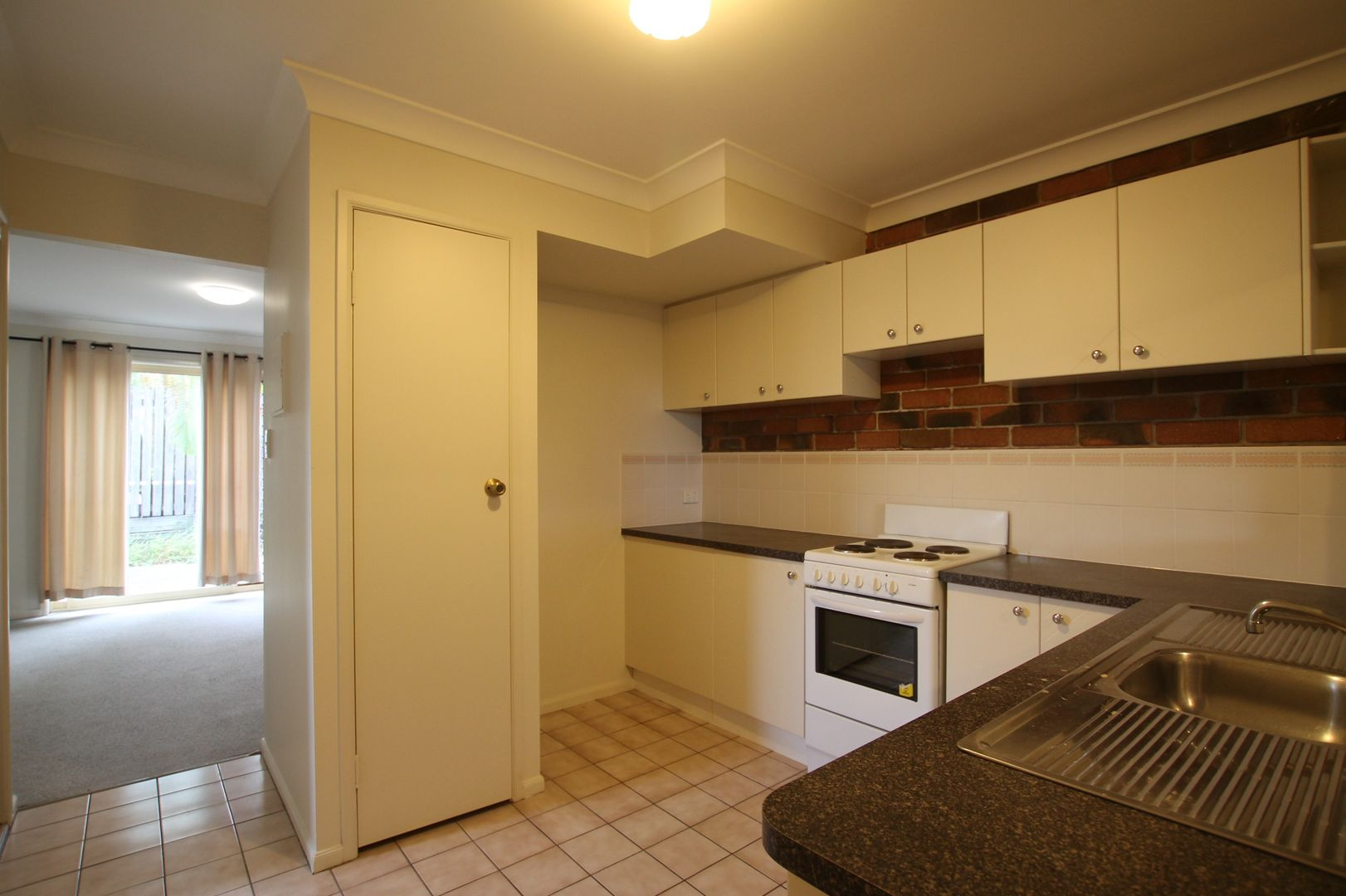 1/26 Pine Avenue, Beenleigh QLD 4207, Image 2