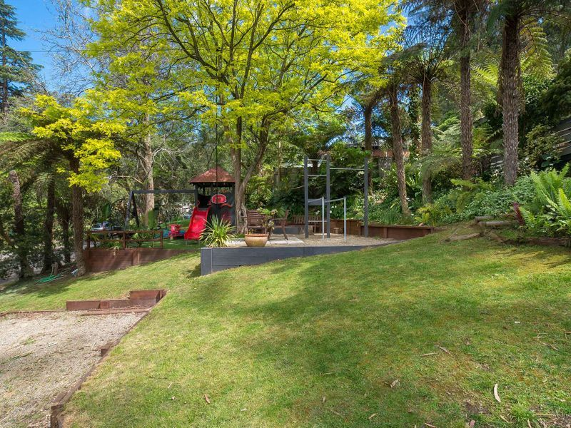 31 Hazel Grove, Tecoma VIC 3160, Image 2