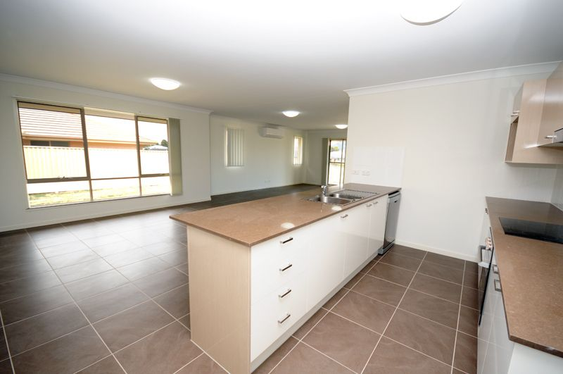 7 Farley Pde, Gloucester NSW 2422, Image 2