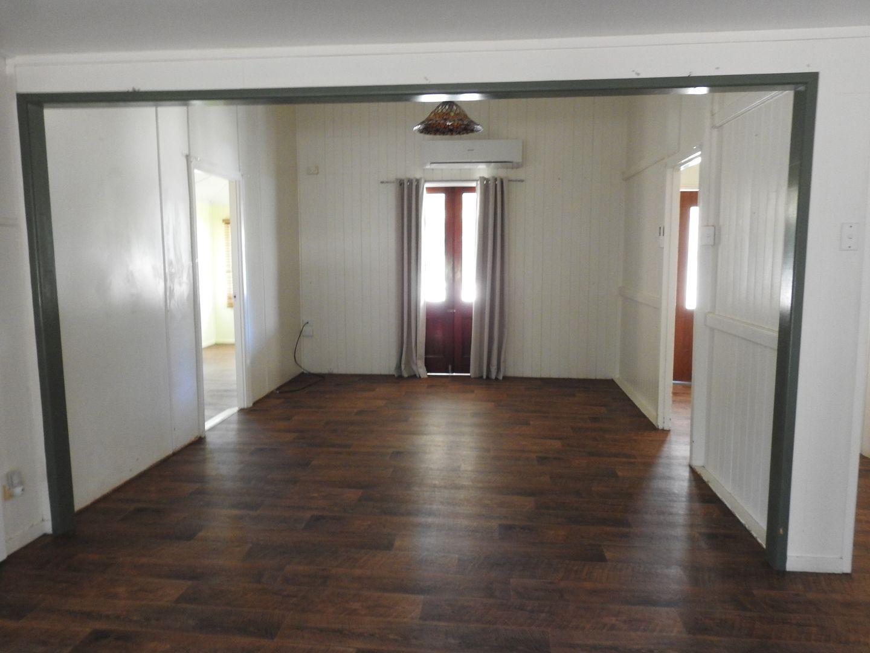114 Cassowary Street, Longreach QLD 4730, Image 2