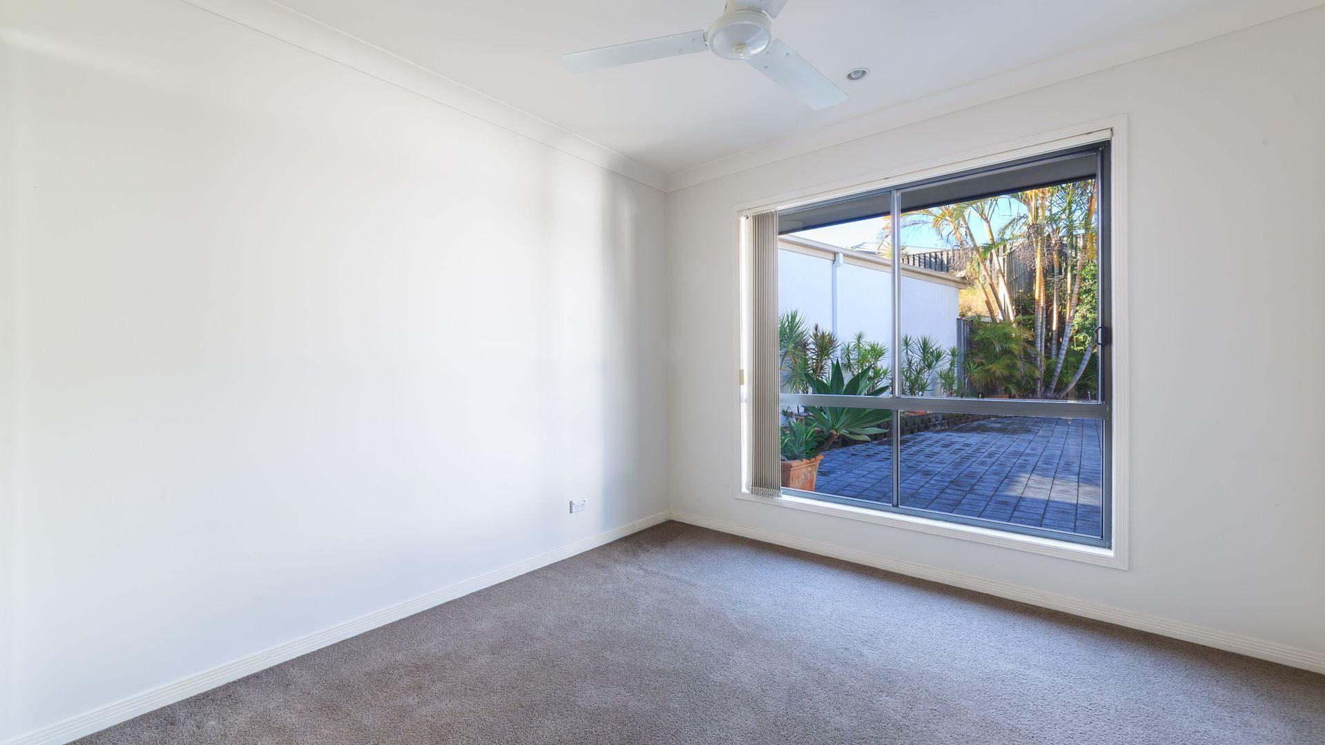 7 Napier Court, Pacific Pines QLD 4211, Image 1