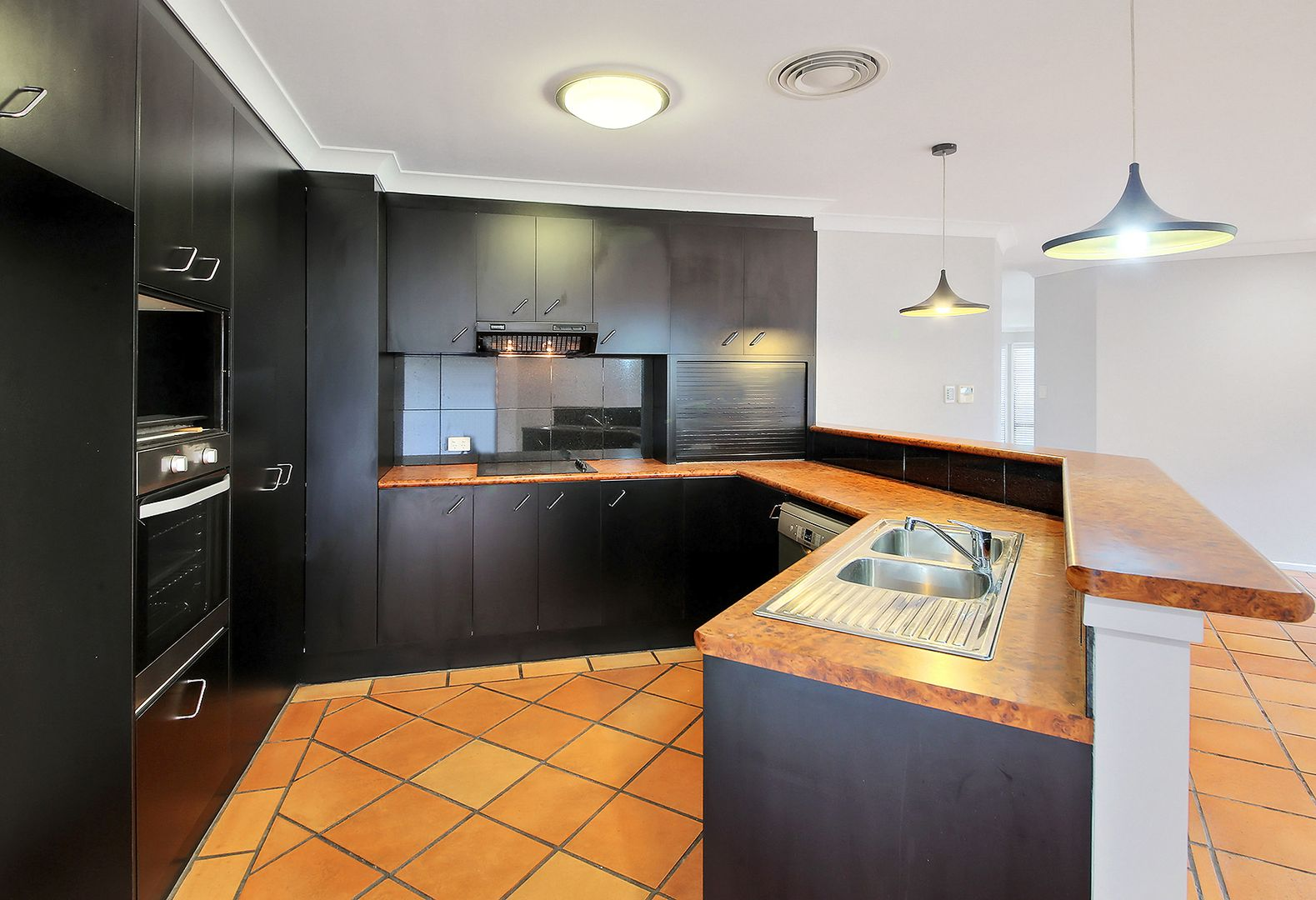 10 Lydstep Court, Carindale QLD 4152, Image 2