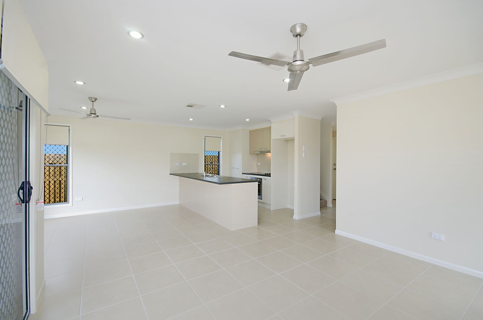 2/10 Brooke Lane, Burdell QLD 4818, Image 1