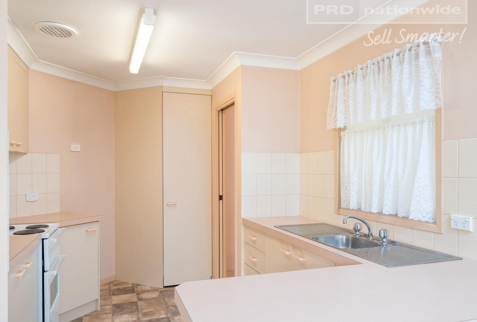 1/32 Lonergan Place, Wagga Wagga NSW 2650, Image 2