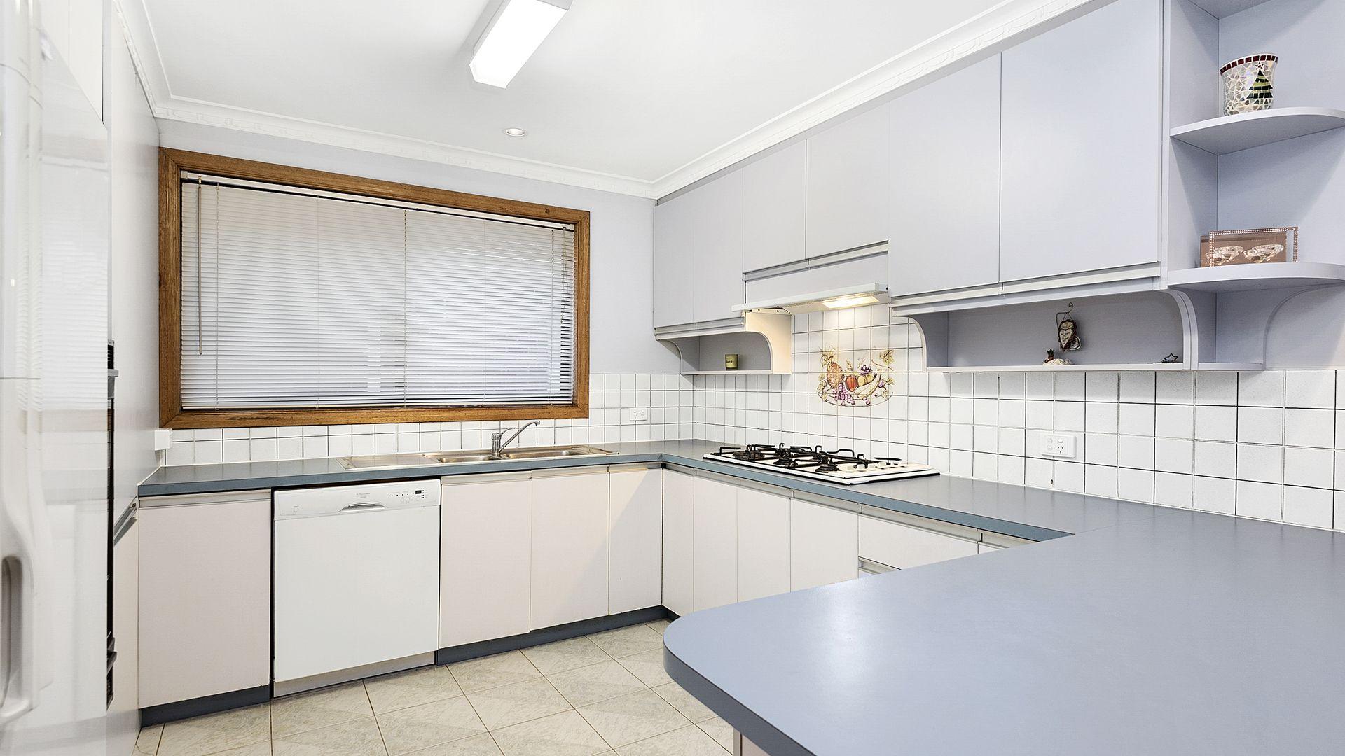 33 Georgette Crescent, Endeavour Hills VIC 3802, Image 2