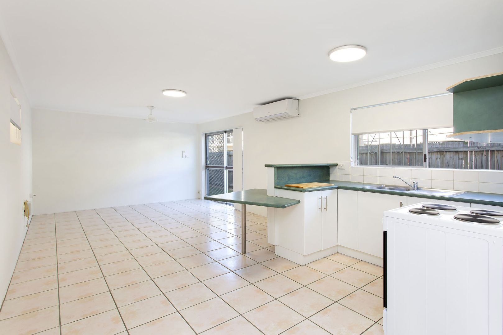 2/10 Ethel Street, Hyde Park QLD 4812, Image 0