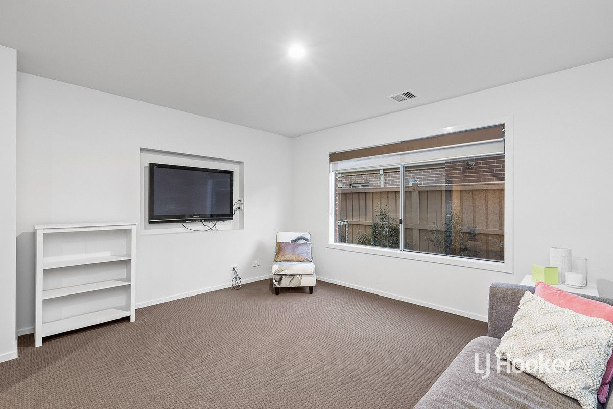 15 Cooktown Avenue, Point Cook VIC 3030, Image 2