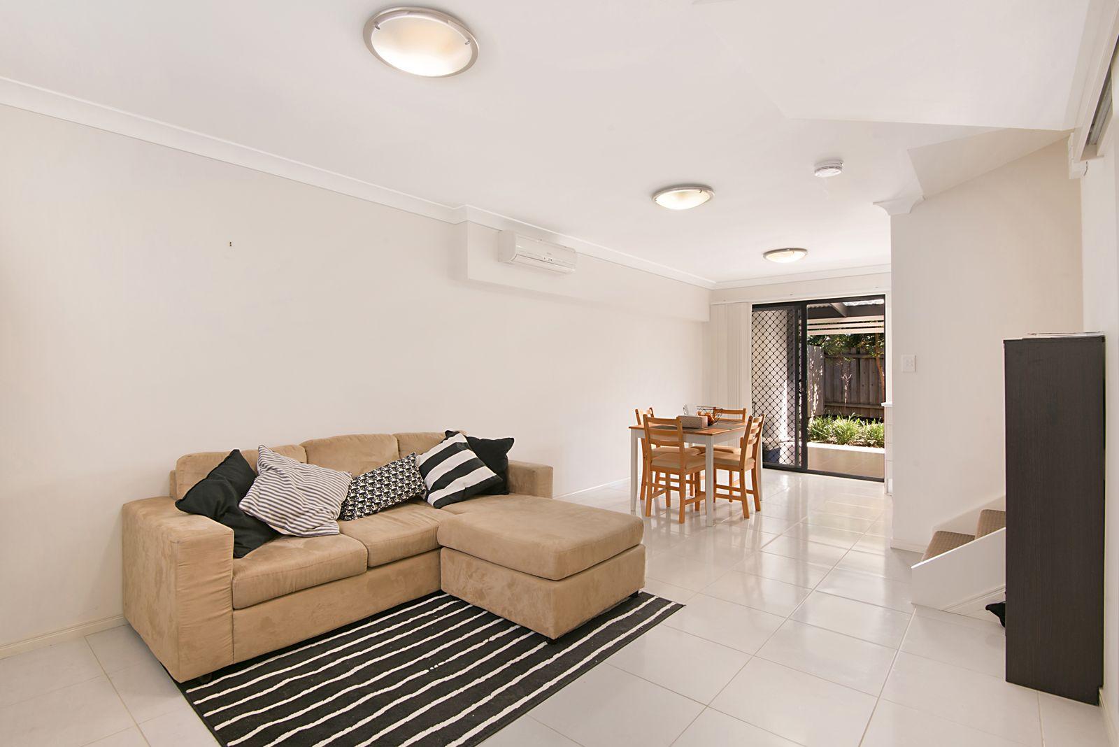 2/9 Eastleigh Street, Chermside QLD 4032, Image 1