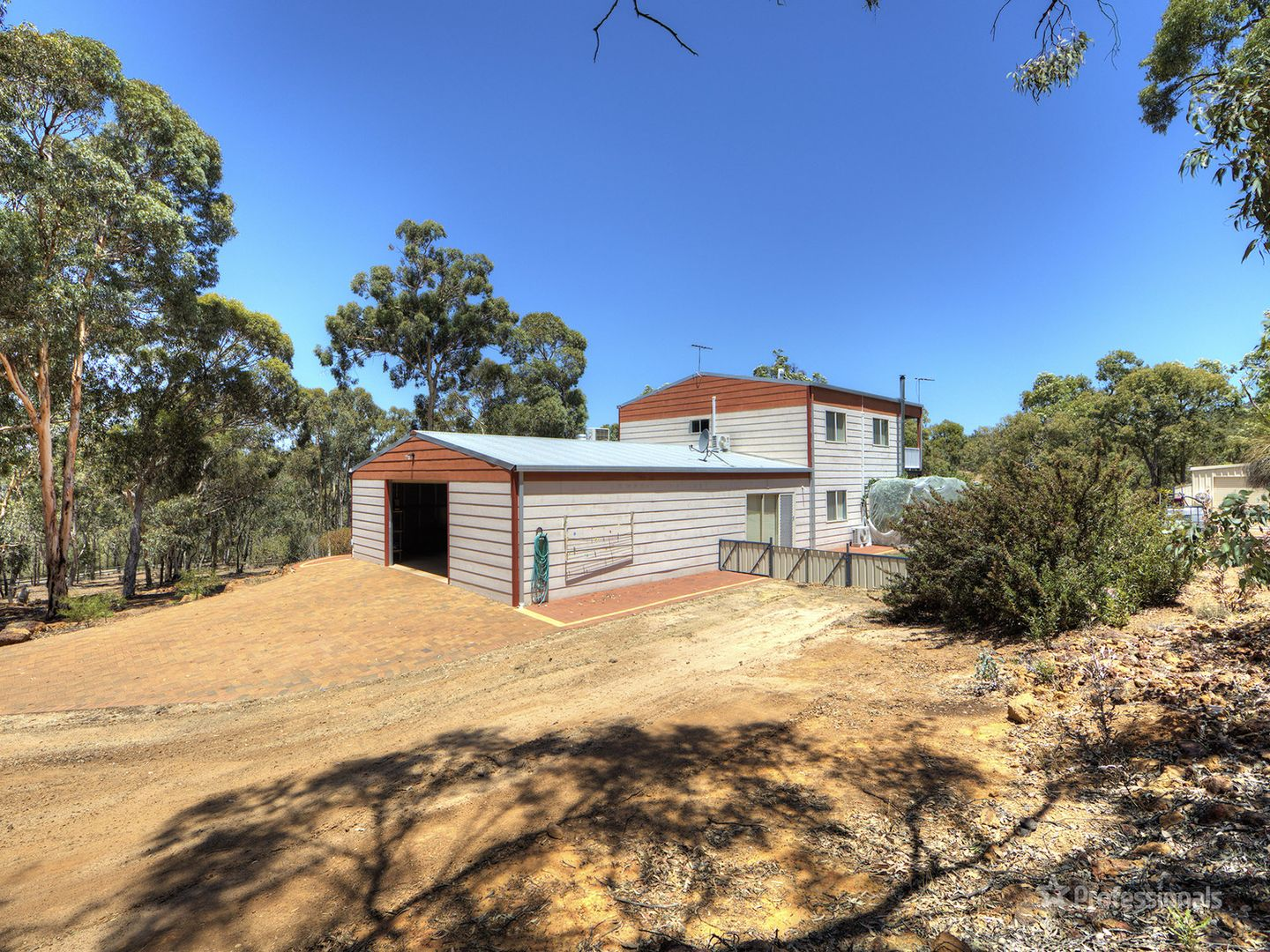 215 Almond Avenue, Bakers Hill WA 6562, Image 2