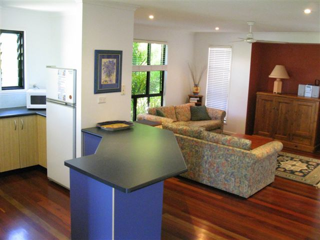 2/5 Gibbons Court, Agnes Water QLD 4677, Image 2