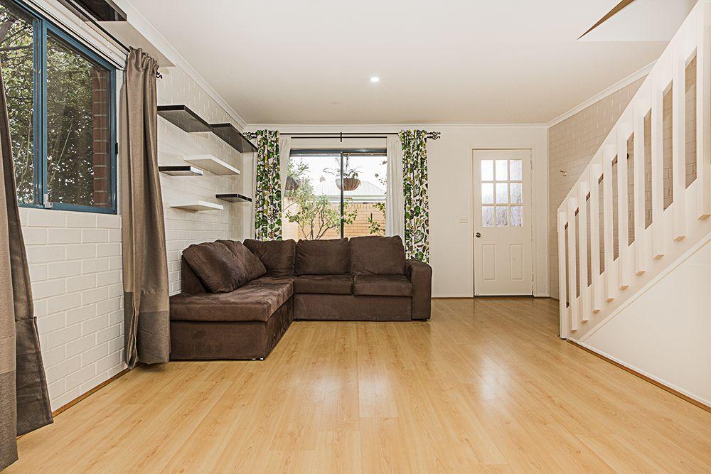 3/111 Uriarra Road, Crestwood NSW 2620, Image 2
