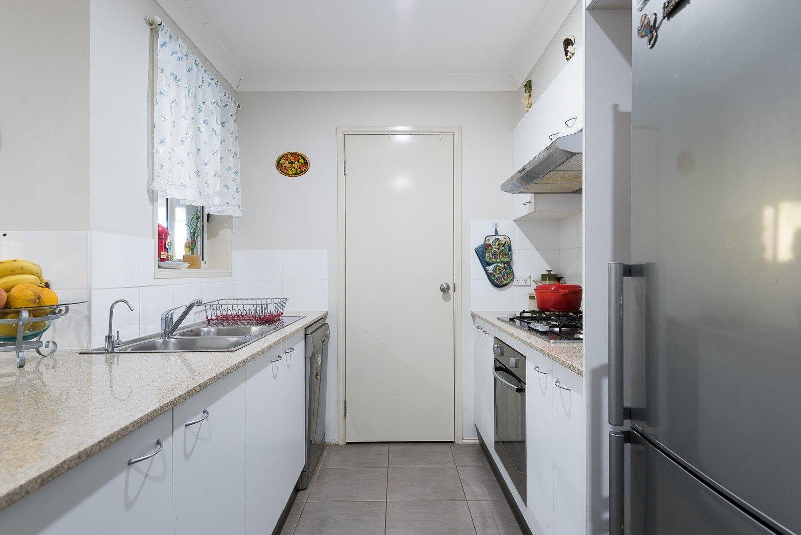 21 Petunia Place, Macquarie Fields NSW 2564, Image 2