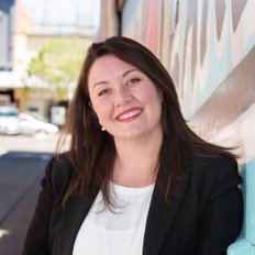 Amy Makim, Sales representative