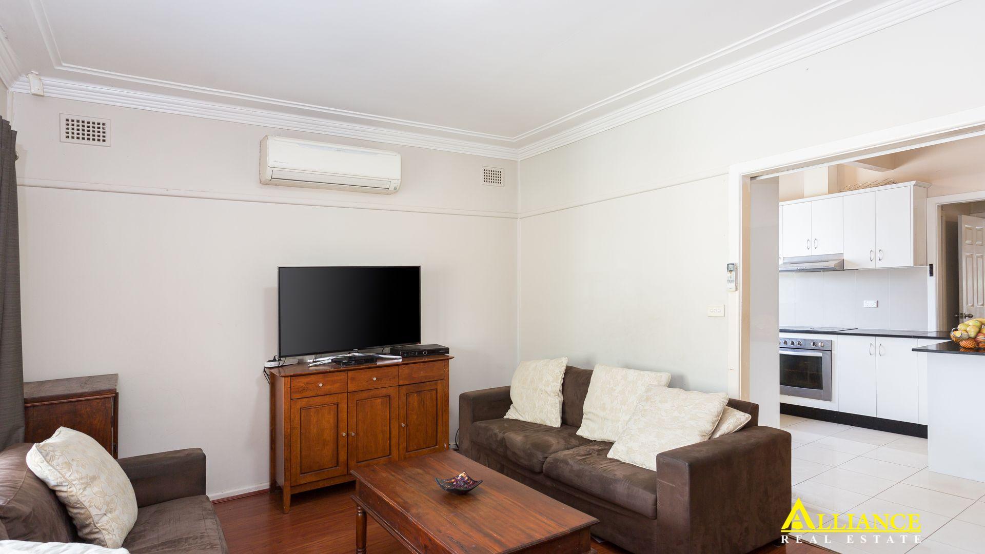 8 MacKinnon Avenue, Padstow NSW 2211, Image 2