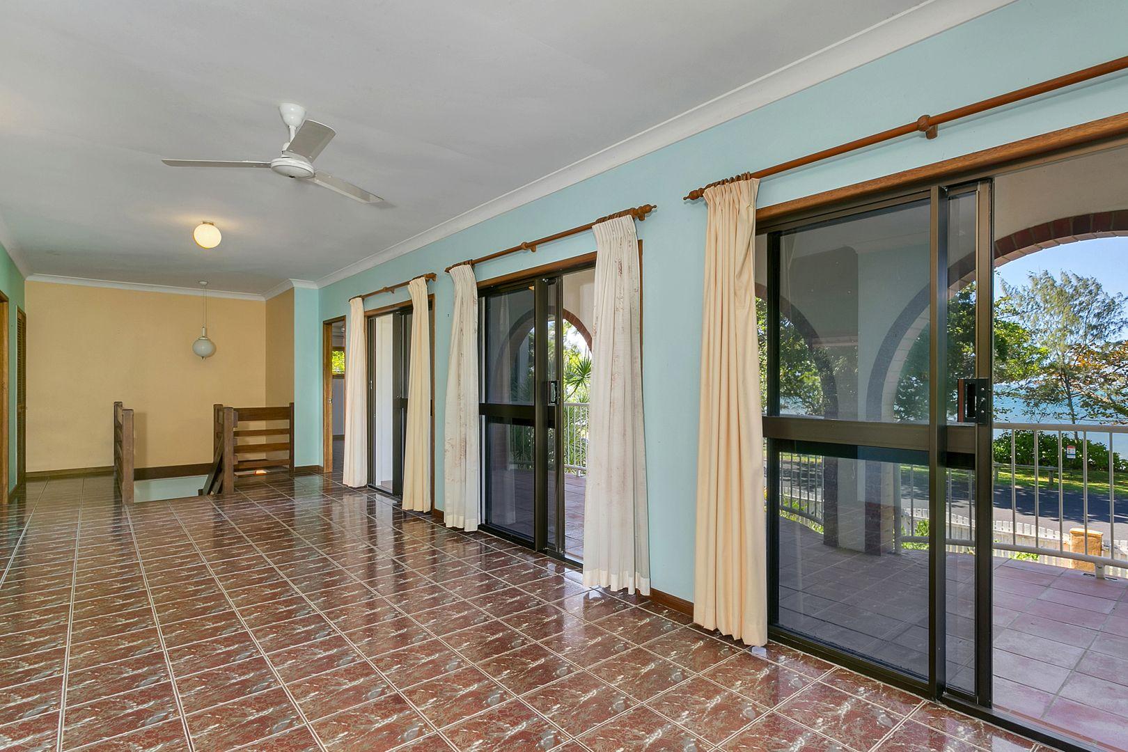 11 Casuarina Street, Holloways Beach QLD 4878, Image 2