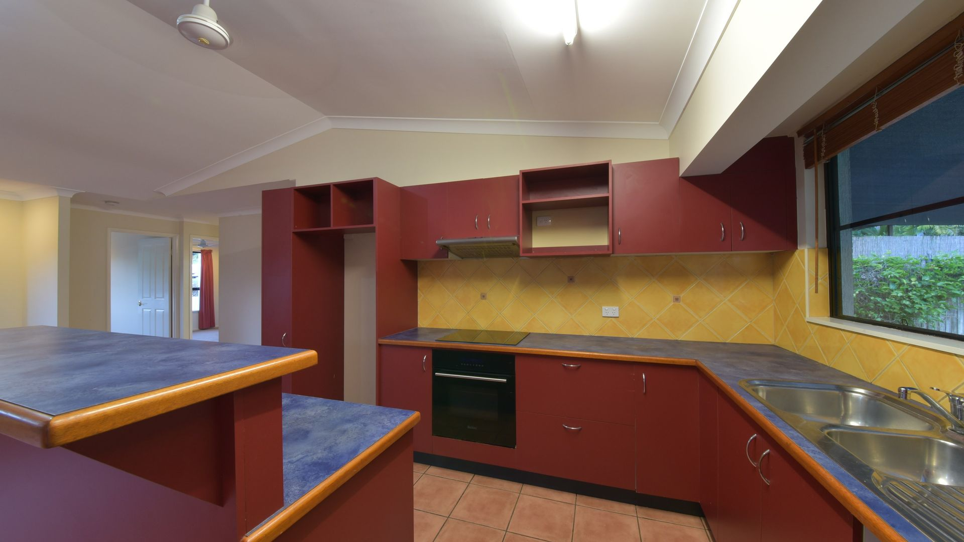 32 Valley Drive, Cannonvale QLD 4802, Image 1