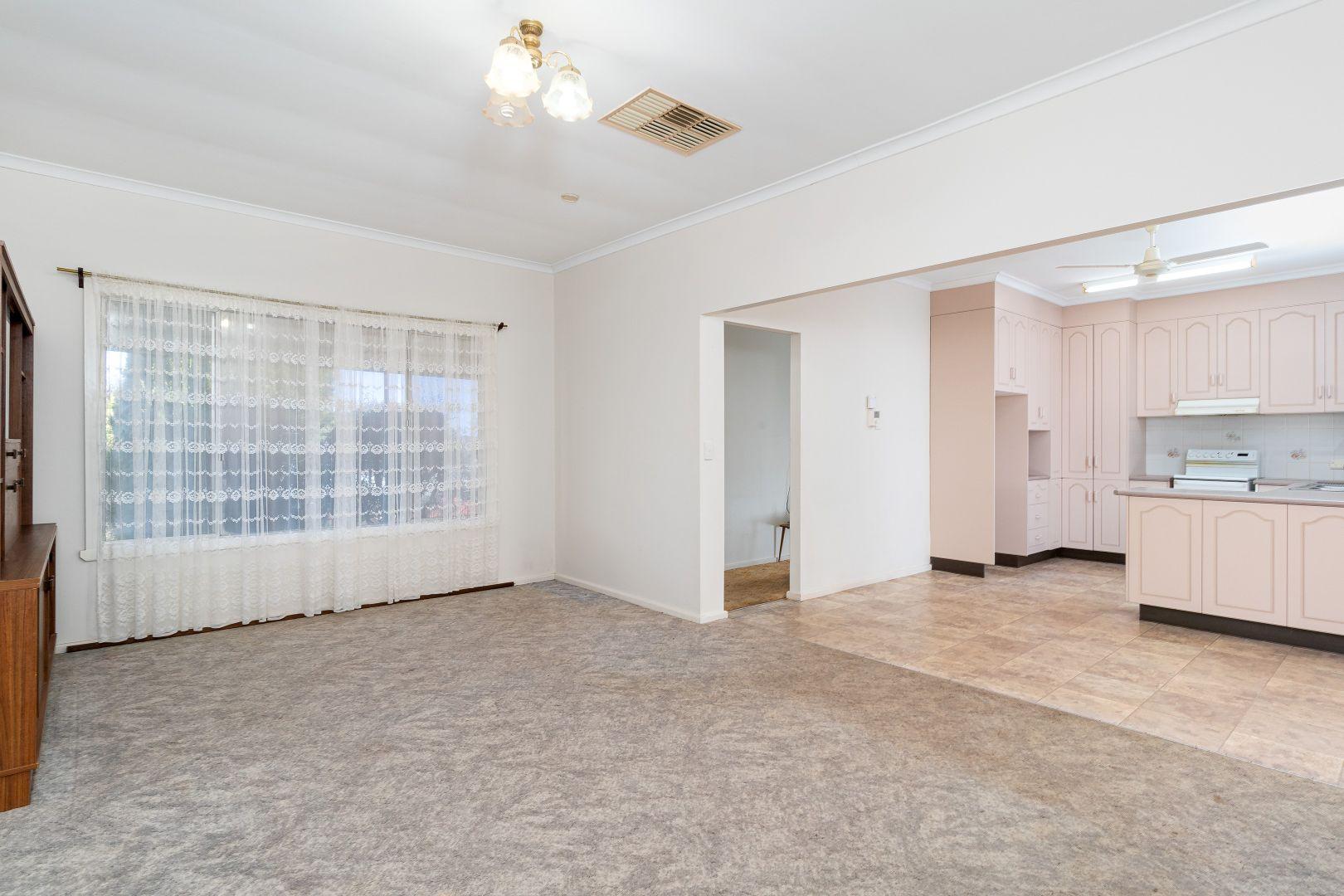 143 Carson Street, Temora NSW 2666, Image 2