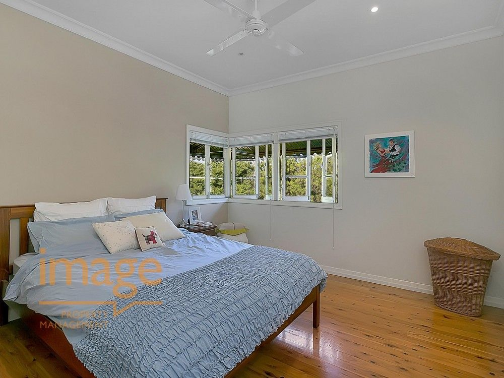 48 Waratah Avenue, Holland Park West QLD 4121, Image 2