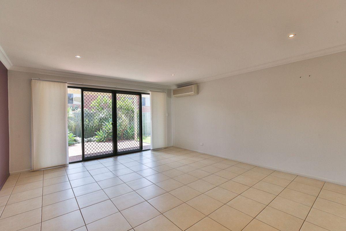 1/13 Horrocks Crescent, Kearneys Spring QLD 4350, Image 2