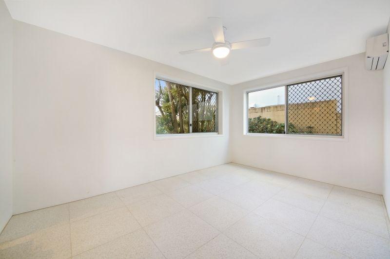 1/143 Hedges Avenue, Mermaid Beach QLD 4218, Image 2