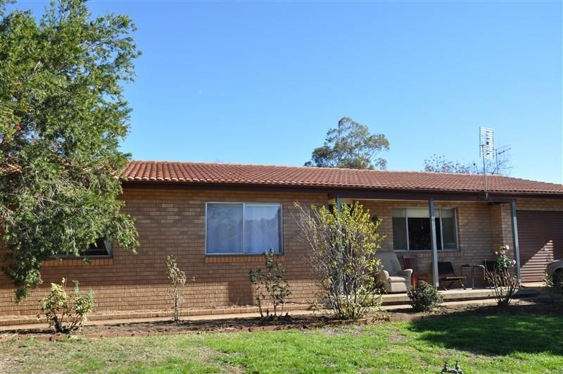 28 Coolabah Street, Forbes NSW 2871, Image 0