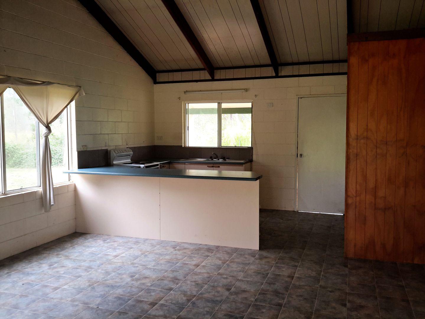 586 Millstream Pde, Millstream QLD 4888, Image 2