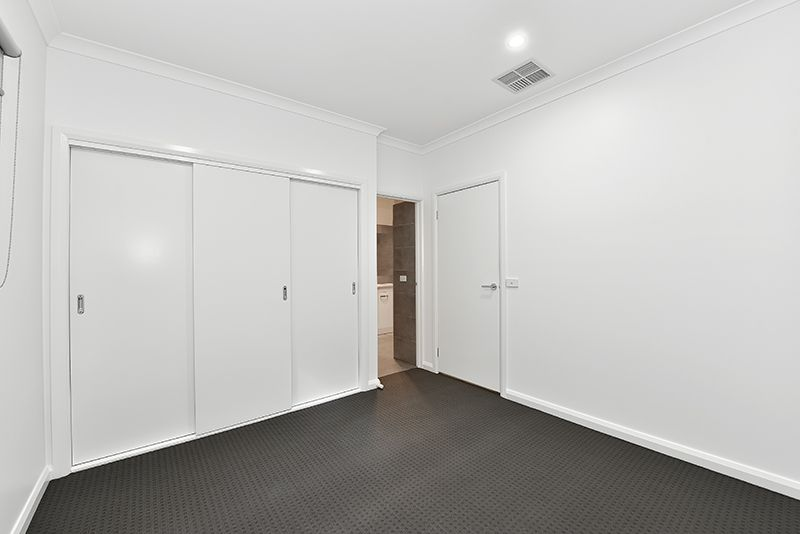 8 Harrington  Road, Airport West VIC 3042, Image 2
