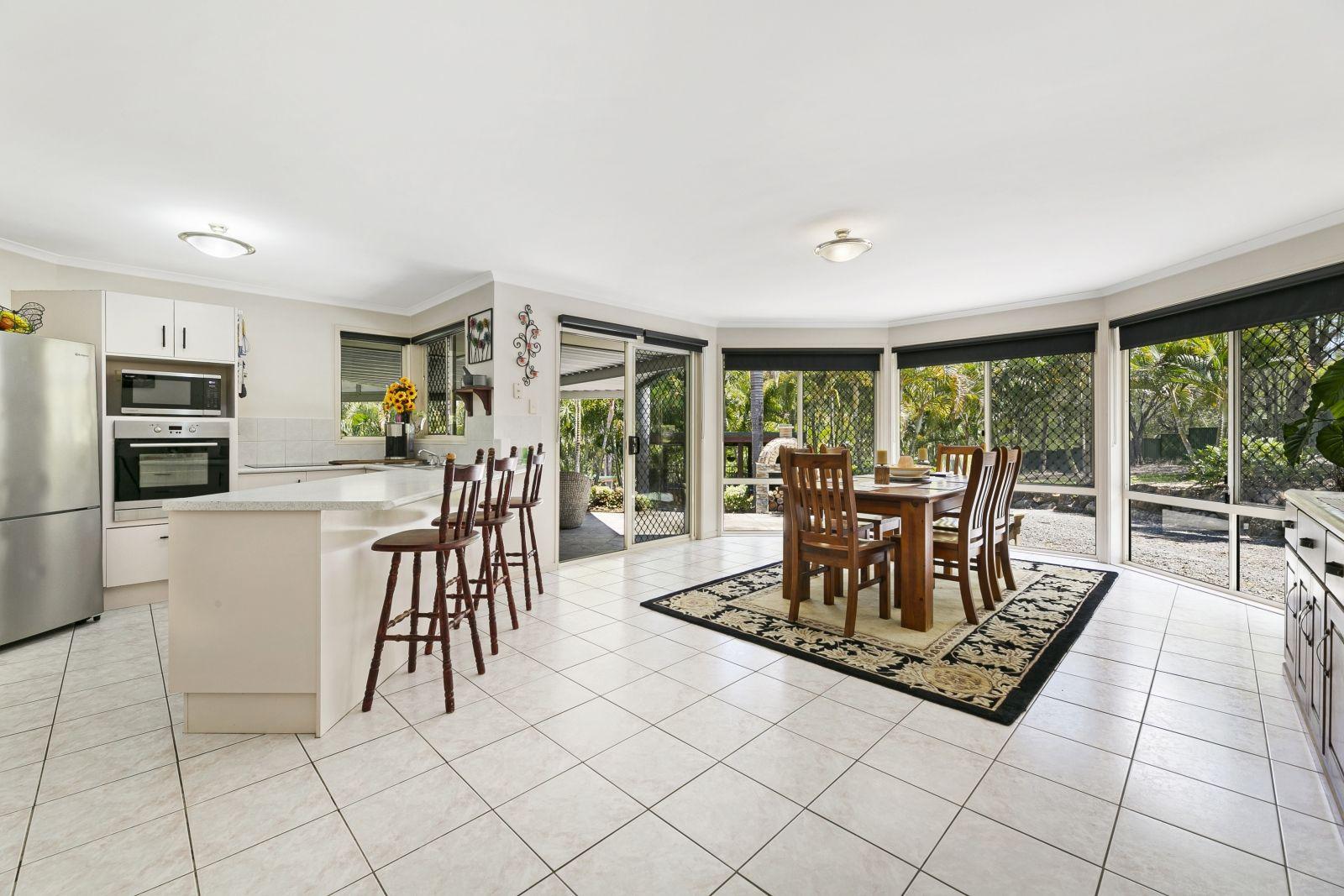 5 Sabina Park Court, Mount Nathan QLD 4211, Image 2
