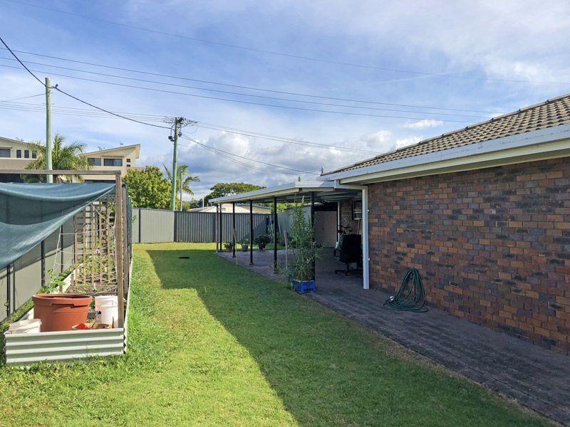 39 Ashbourne Terrace, Biggera Waters QLD 4216, Image 2