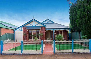 Picture of 8 Creekbank Place, Caroline Springs VIC 3023