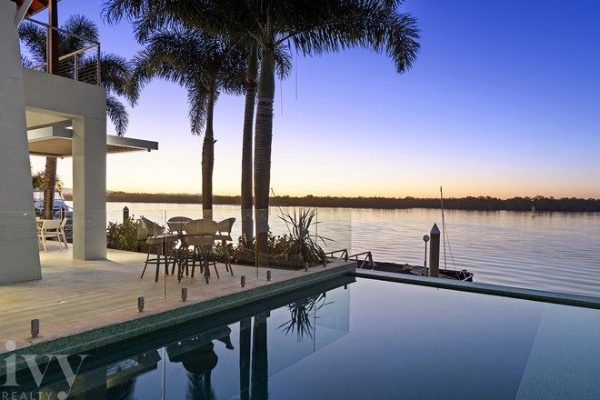 Picture of 31 Knightsbridge Parade West, SOVEREIGN ISLANDS QLD 4216