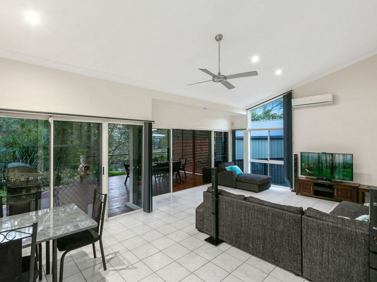 3 Garvie Place, Highland Park QLD 4211, Image 2