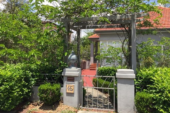 Picture of 45 Highland Terrace, ST LUCIA QLD 4067