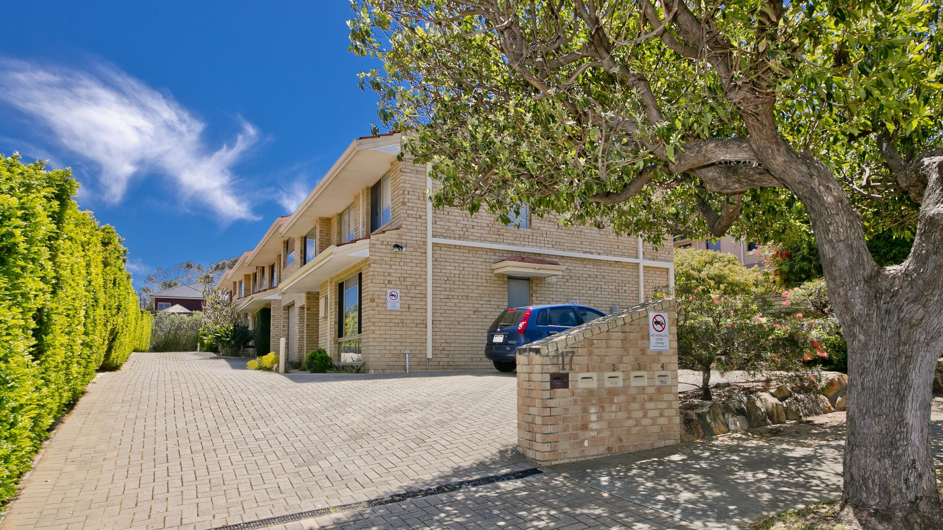 2/17 Wheatcroft Street, Scarborough WA 6019, Image 2