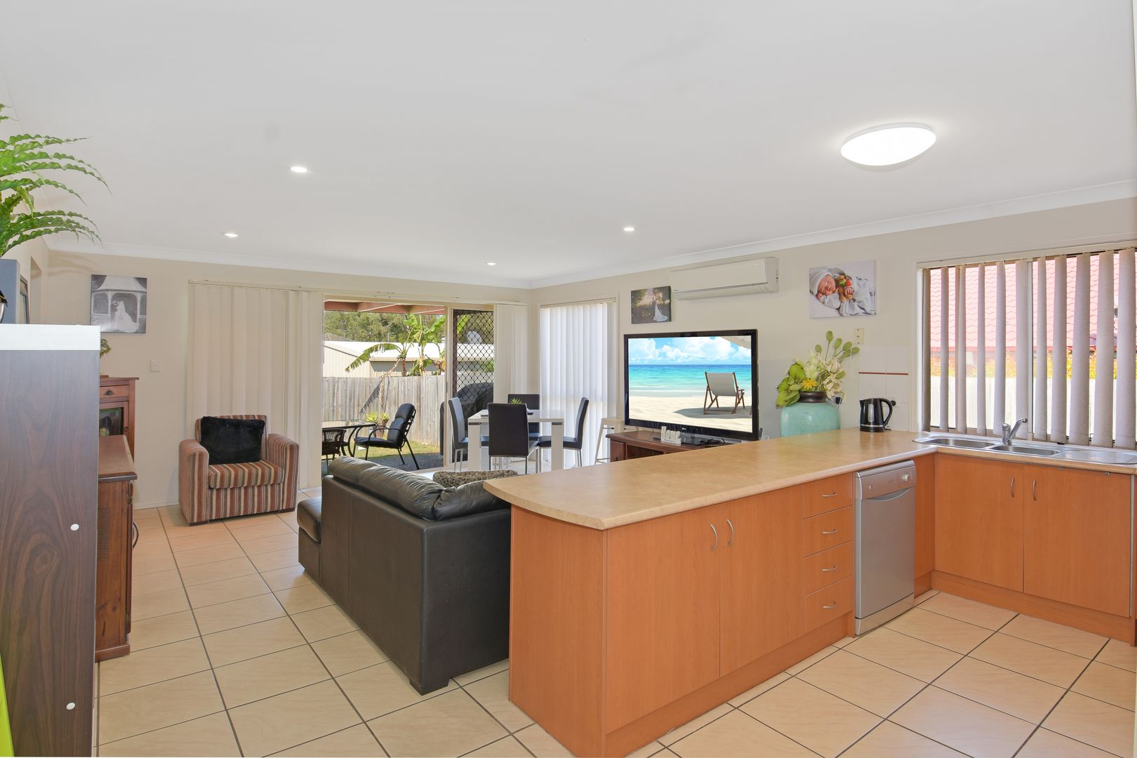 29 Lamberth Road East, Heritage Park QLD 4118, Image 2
