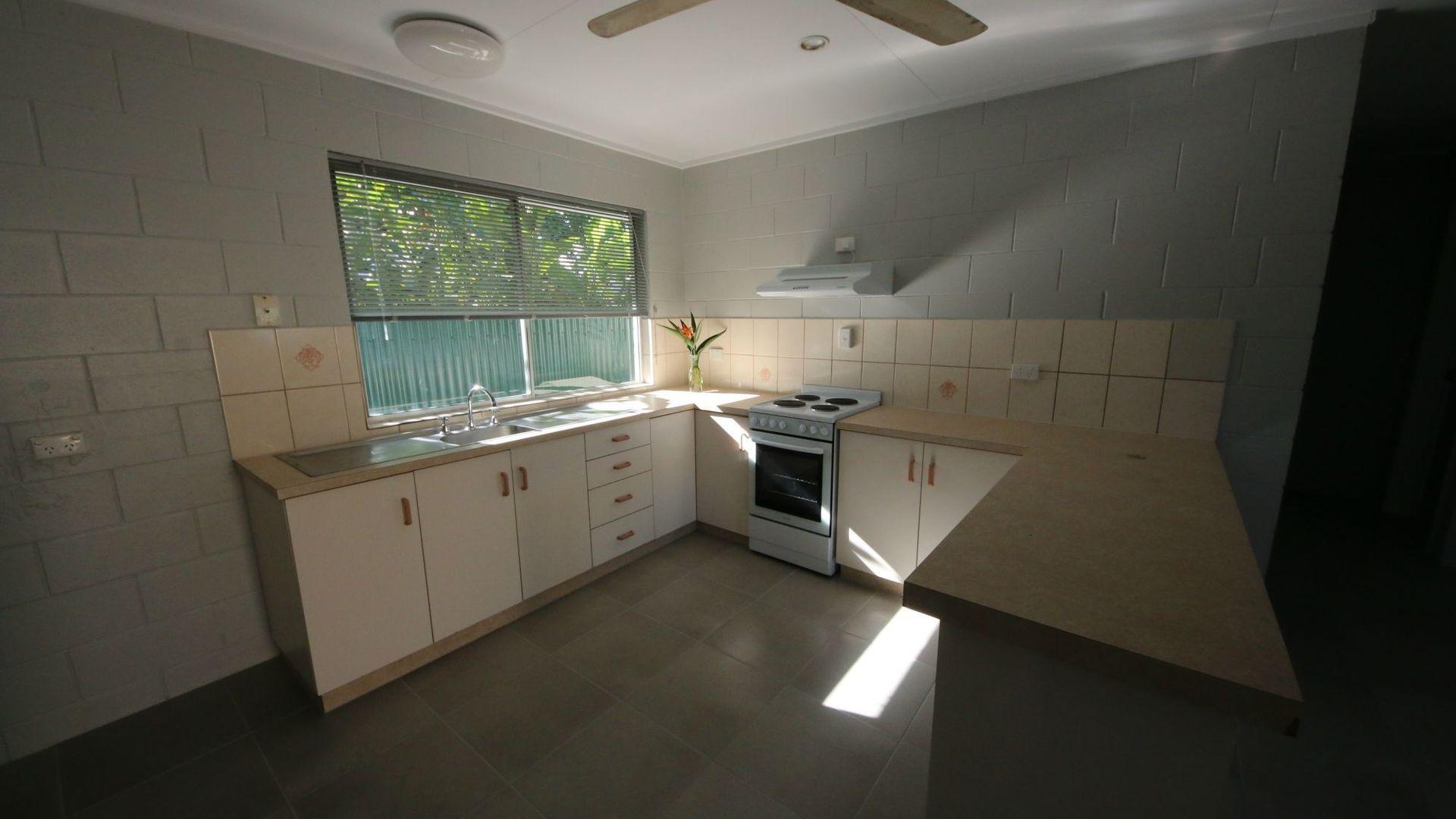 1/59 Munro Street, Brandon QLD 4808, Image 2