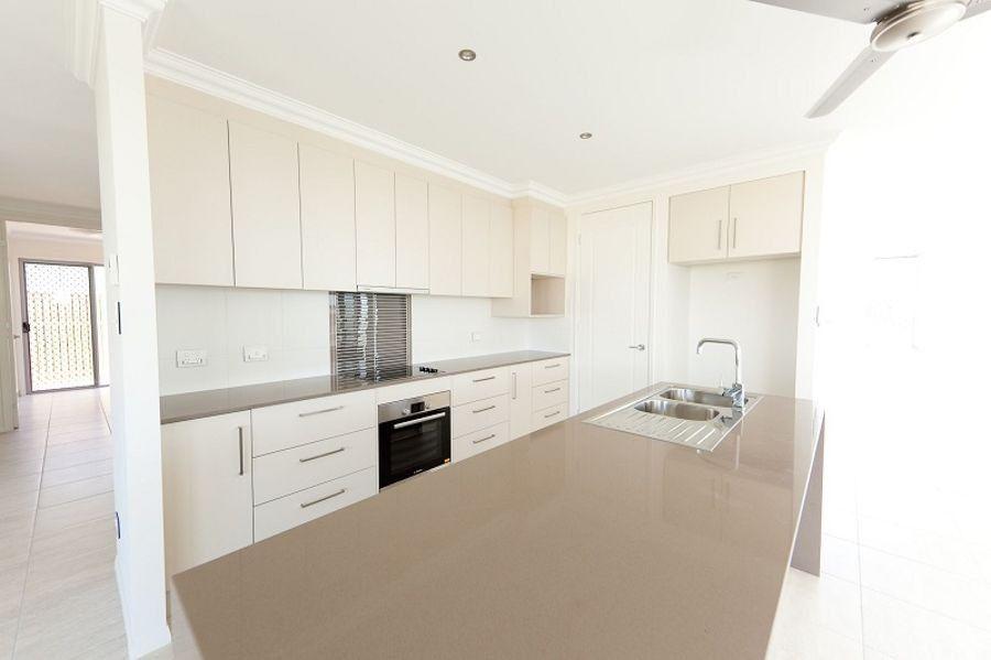 10 Pincer Court, Bushland Beach QLD 4818, Image 2