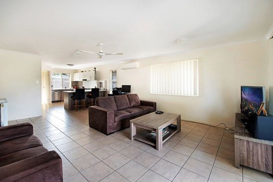 02/1-31 Elsie Street, Kallangur QLD 4503, Image 2