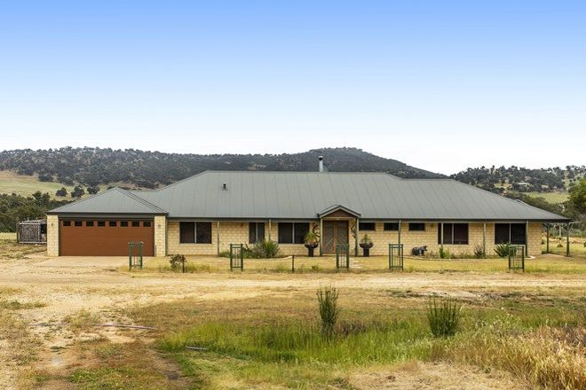 Picture of 111 Oaklands Place, DUMBARTON WA 6566