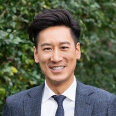 Daniel Lee, Sales Agent