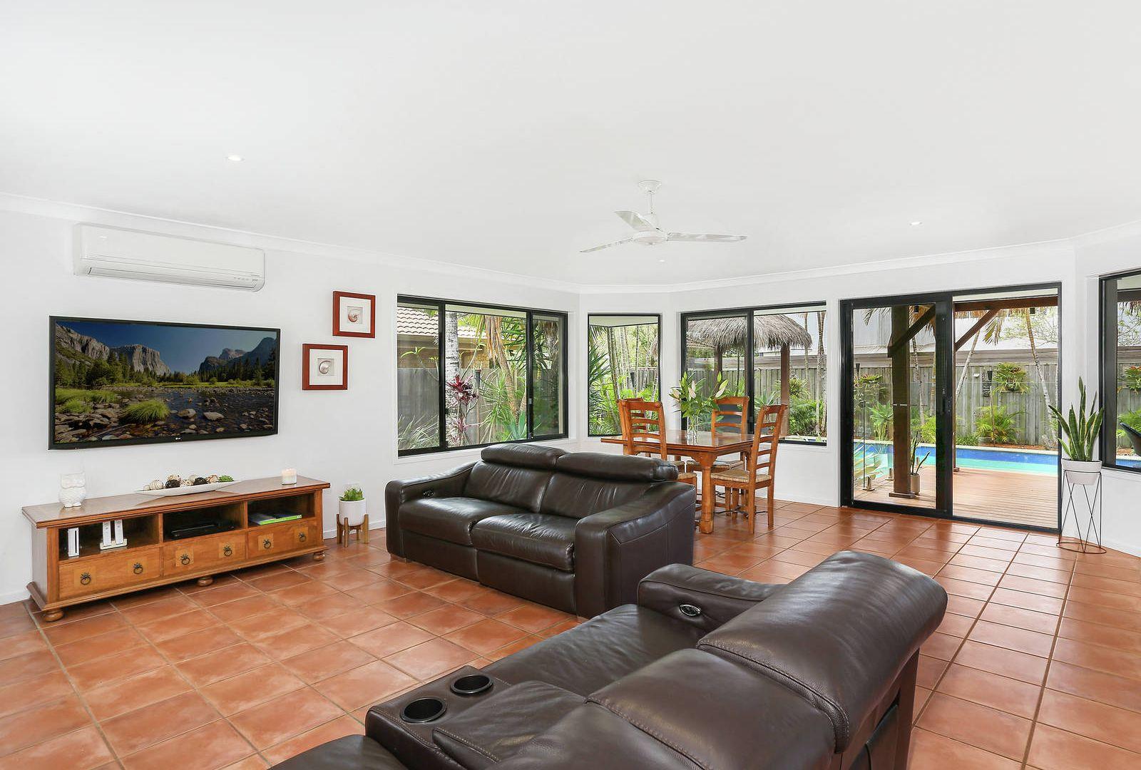 20 Saffron Street, Elanora QLD 4221, Image 2