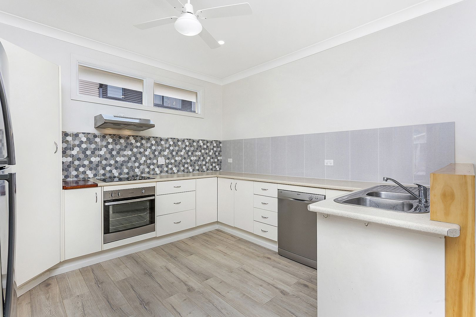 194 Lawrence Hargrave Drive, Thirroul NSW 2515, Image 2