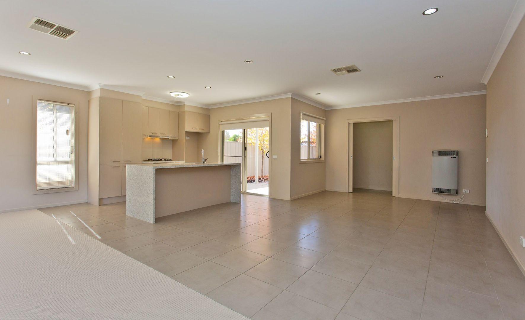1/462 Parnall Street, Lavington NSW 2641, Image 2