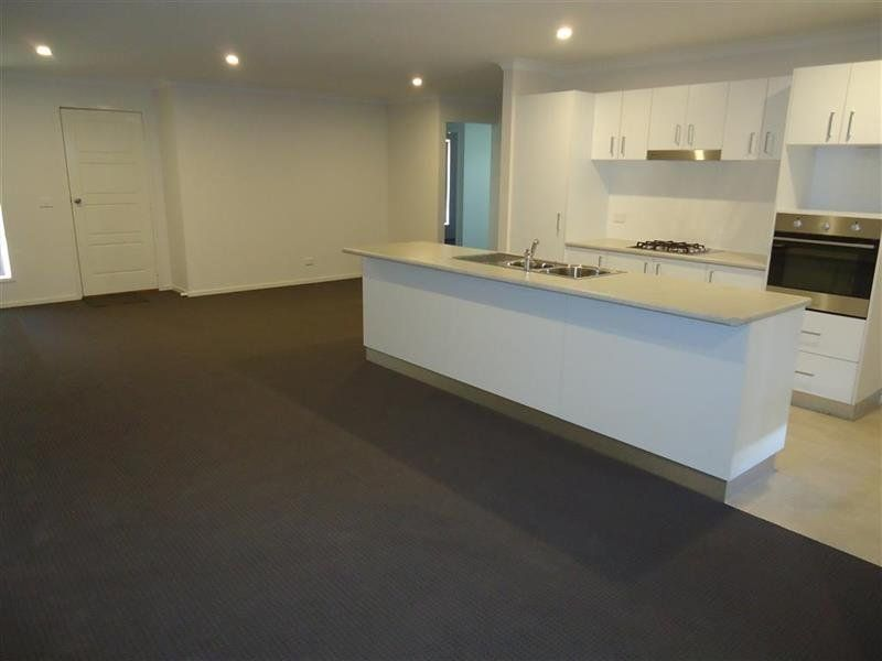 8 Tantoon Circuit, Forest Hill NSW 2651, Image 1
